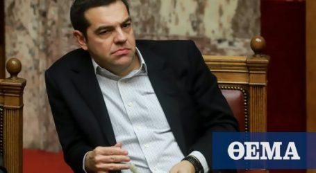Ο Τσίπρας παίζει με το κομπολόι του στη Βουλή