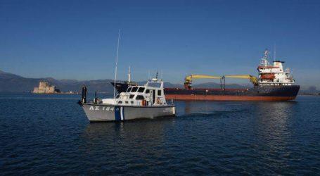 Πλοίο φορτωμένο με λίπασμα προσάραξε στο λιμάνι του Ναυπλίου