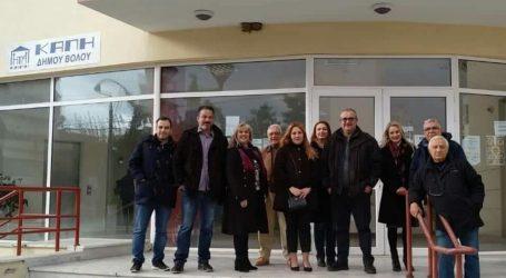 Τα ΚΑΠΗ του Δήμου Βόλου επισκέφθηκε η Νάνσυ Καπούλα