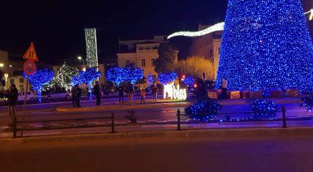 Χιλιάδες φωτογραφίες με τον Χριστουγεννιάτικο Βόλο