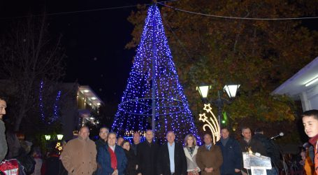 Φωταγώγηση Χριστουγεννιάτικου δένδρου στο Βελεστίνο