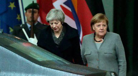 «Ένα σκληρό Brexit θα έπληττε βαριά τη γερμανική οικονομία»