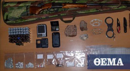 Απολιθώματα, ναρκωτικά και όπλα σε σπίτι στη Λέσβο