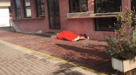 Τι λέει ο δήμος Λαρισαίων για τον άστεγο στο Φρούριο
