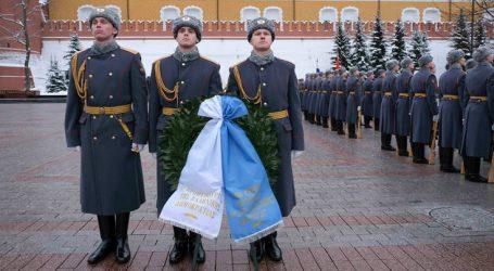 Στεφάνι κατέθεσε στον Άγνωστο Στρατιώτη στη Μόσχα ο Τσίπρας