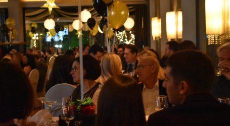 Πλήθος κόσμου στην εκδήλωση της Ελληνικής Αντικαρκινικής Εταιρείας στη Λάρισα παραμονή Χριστουγέννων (φωτο-βίντεο)