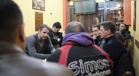 Ο Κυριάκος Μητσοτάκης πέρασε το βράδυ των Χριστουγέννων σε καφενείο στην Πλατεία Βάθης