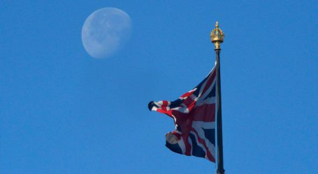 Η Βρετανία διακόπτει προσωρινά το πρόγραμμα της «χρυσής βίζας»