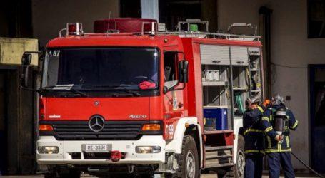 Φωτιά σε συνεργείο αυτοκινήτων στη Λάρισα