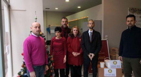 Το Κοινωνικό Παντοπωλείο επισκέφθηκε ο Ροταριανός Όμιλος Ανατολικής Λάρισας προσφέροντας ρούχα και Τρόφιμα