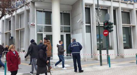 Εκκενώθηκαν δύο τράπεζες στο κέντρο της Λάρισας μετά από τηλεφώνημα για βόμβα! – Δείτε φωτογραφίες