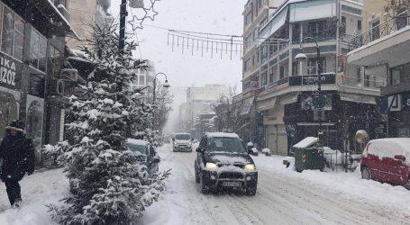 Συναγερμός στο δήμο Λαρισαίων ενόψει του χιονιά που έρχεται από Πέμπτη – Τι συζητήθηκε σε έκτακτη σύσκεψη