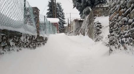 Πρωτοχρονιά με χιόνι σε Ελασσόνα, Φάρσαλα και Κίσσαβο – Δείτε video και φωτογραφίες
