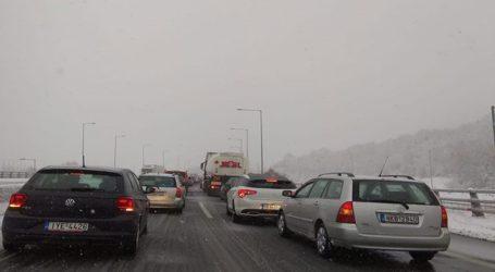 Κλειστό το ρεύμα κυκλοφορίας της Εγνατίας Οδού προς Βέροια-Δεκάδες οχήματα εγκλωβισμένα