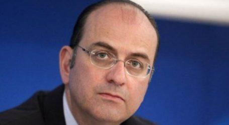 «Η κυβέρνηση υπονομεύει τους δημοκρατικούς θεσμούς»