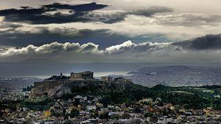 Μια χαμένη χρονιά για την Ελλάδα, λόγω προεκλογικών παροχών