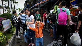 Εκατοντάδες τουρίστες εγκλωβισμένοι στα νησιά της Ταϊλάνδης εξαιτίας της καταιγίδας Παμπούκ