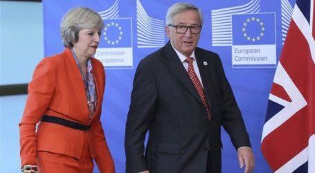 «Φιλική» τηλεφωνική επικοινωνία Μέι – Γιούνκερ για το Brexit