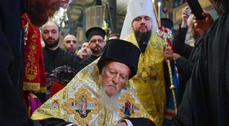 Υπέγραψε την Αυτοκεφαλία της Εκκλησίας της Ουκρανίας
