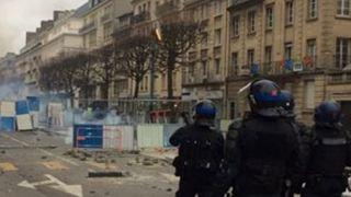 Συγκρούσεις μεταξύ των «κίτρινων γιλέκων» και της αστυνομίας στο Παρίσι