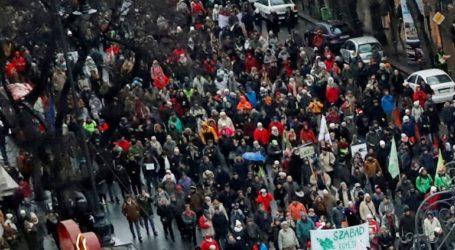 10.000 διαδηλωτές στους δρόμους της Βουδαπέστης κατά της κυβέρνησης του Βίκτορ Όρμπαν
