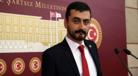 Ελεύθερος πολιτικός της αντιπολίτευσης που δικάζεται για τρομοκρατία