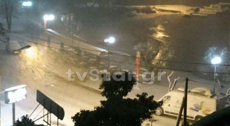 Ισχυρή χιονόπτωση μέσα στη Χαλκίδα. Κλειστά τα σχολεία