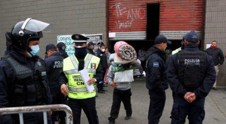 Η αστυνομία διέσωσε 159 μετανάστες που κρατούνταν αιχμάλωτοι