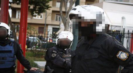 """Ένστολοι """"πιάστηκαν στα χέρια"""" σε κεντρικό δρόμο των Χανίων: Άφωνοι παρακολουθούσαν οι περαστικοί"""