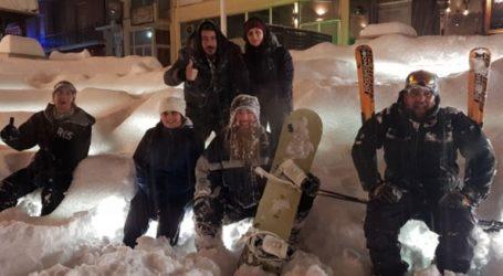 Σκι και snowboard στην κεντρική πλατεία των Γρεβενών