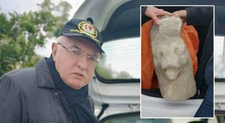 Κλεμμένη μαρμάρινη κεφαλή λέοντος παραδόθηκε στο Αρχαιολογικό Μουσείο