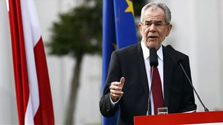 Κριτική του Βαν ντερ Μπέλεν στο συγκυβερνών Κόμμα των Ελευθέρων