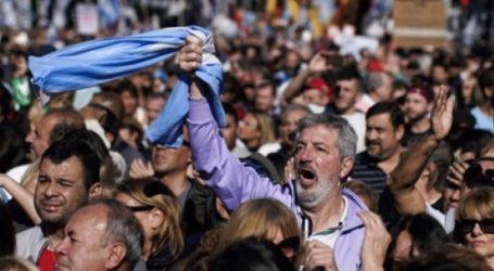 Ογκώδης διαδήλωση εναντίον των πολιτικών λιτότητας του προέδρου Μαουρίσιο Μάκρι