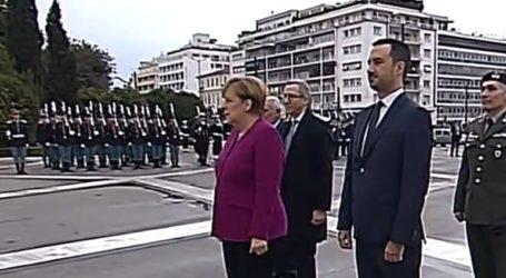 Στεφάνι στο μνημείο του Αγνωστου Στρατιώτη κατέθεσε η Άνγκελα Μέρκελ