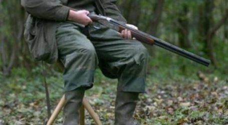 Σε εξέλιξη επιχείρηση για ανάσυρση τραυματισμένου κυνηγού από χαράδρα στη Σκοτίνα