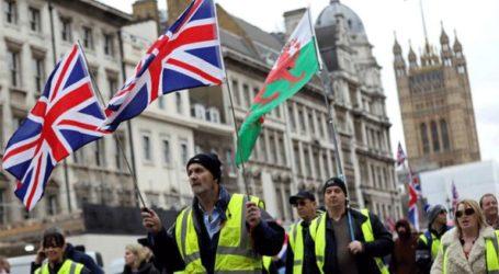 Διαδήλωση «κίτρινων γιλέκων» και στο Λονδίνο για την πολιτική λιτότητας της κυβέρνησης