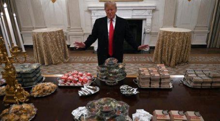 Έκανε τραπέζι στον Λευκό Οίκο με μπέργκερ λόγω του shutdown