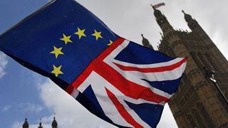 Σενάρια Plan B για το Brexit και εκκλήσεις για τη διάσωση της συμφωνίας