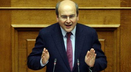 «Όσο πιο γρήγορα τελειώσει αυτή η γελοία παράσταση τόσο το καλύτερο για τις Ελληνίδες και τους Έλληνες»