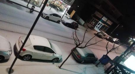 To Ηράκλειο ντύθηκε στα λευκά το βράδυ της Τρίτης