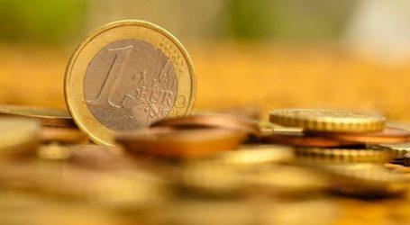 Υποχωρεί οριακά το ευρώ