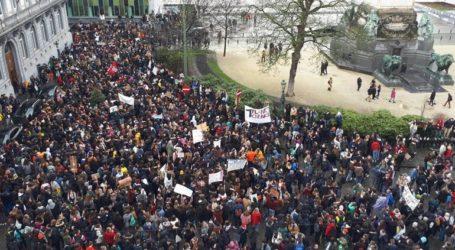 Περισσότεροι από 12.000 νέοι πραγματοποίησαν πορεία για το κλίμα στις Βρυξέλλες