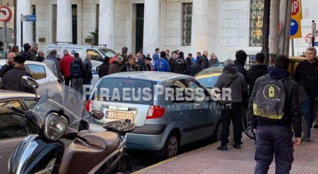 Πανικός στον Πειραιά – Άνδρας έκλεψε ΙΧ και στην προσπάθεια να διαφύγει συγκρούστηκε με άλλα δέκα οχήματα