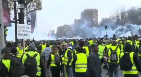 Συγκρούσεις ξέσπασαν στη διαδήλωση των κίτρινων γιλέκων στο Παρίσι