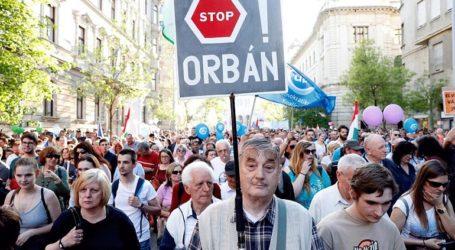 Χιλιάδες Ούγγροι διαδήλωσαν κατά του πρωθυπουργού Βίκτορ Όρμπαν
