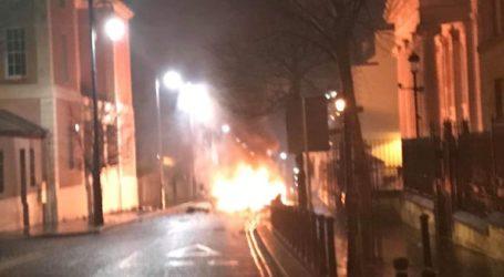 Η αστυνομία ερευνά πιθανή έκρηξη παγιδευμένου οχήματος στο Λοντοντέρι