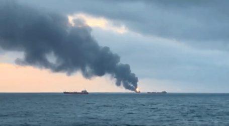 Φωτιά σε δύο πλοία στα στενά του Κέρτς στην Κριμαία