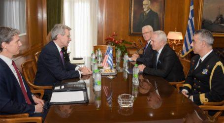 Συνάντηση Αποστολάκη με τον πρέσβη των ΗΠΑ