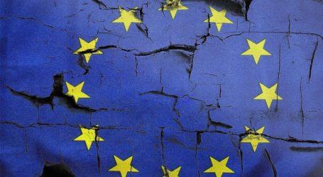 Η ευρωζώνη επιστρέφει στα πρόθυρα της ύφεσης