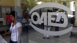 «Στα θρανία» άνεργοι δημοσιογράφοι που συμμετέχουν στο πρόγραμμα κατάρτισης ΟΑΕΔ και ΑΠΕ-ΜΠΕ